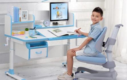 护童学习桌椅正在成为学龄儿童学习必备品