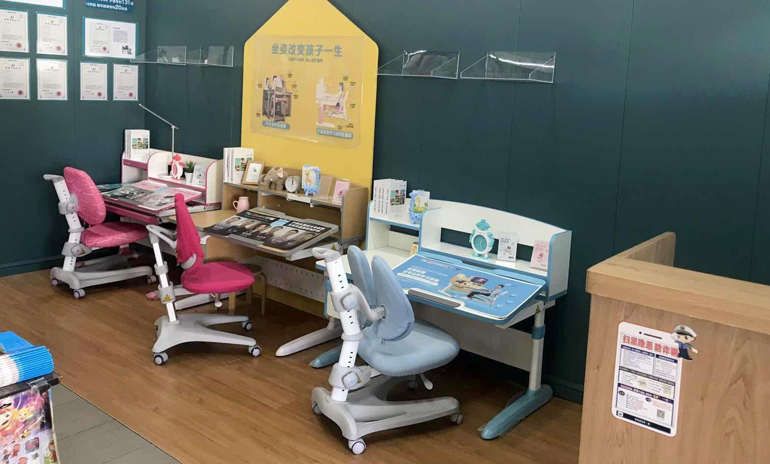 热烈祝贺护童第1752家厦门晨风书店护童专柜盛大开业!
