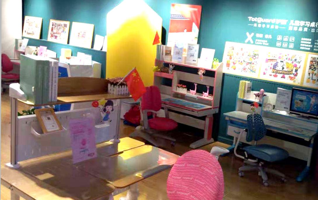 热烈祝贺护童第1866家滁州新华书店护童专柜盛大开业!