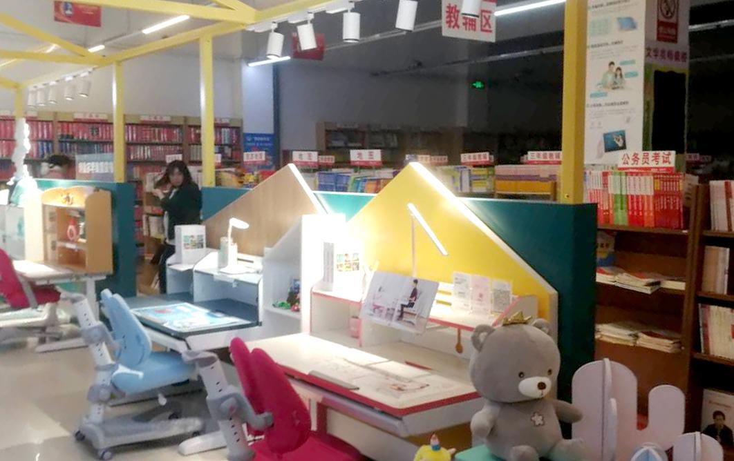 热烈祝贺护童第1947家界首新华书店护童专柜盛大开业!