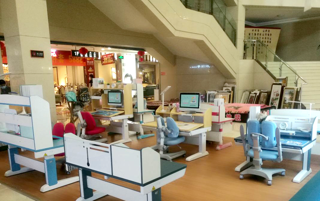 热烈祝贺护童第1948家泰安光彩家具城护童专柜盛大开业!