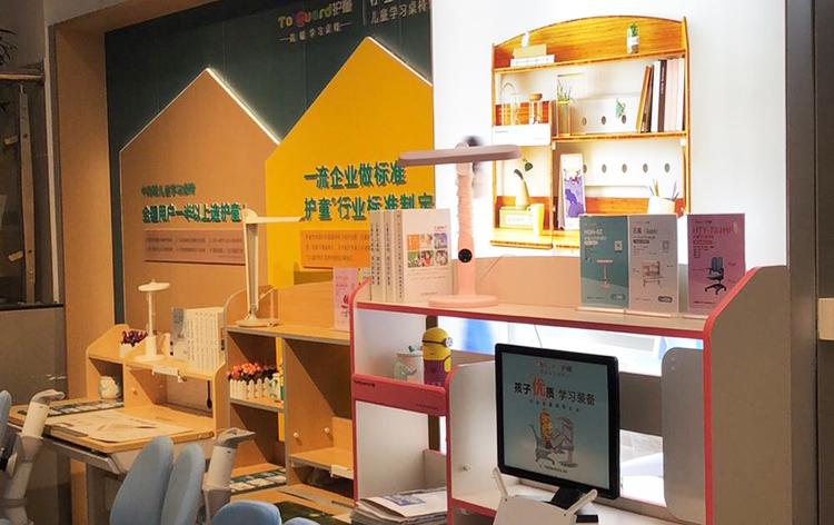 热烈祝贺护童第2071家滁州明光新华书店护童专柜盛大开业!