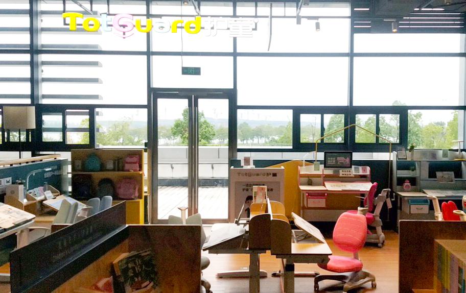热烈祝贺护童第2090家宣城新华书店护童专柜盛大开业!