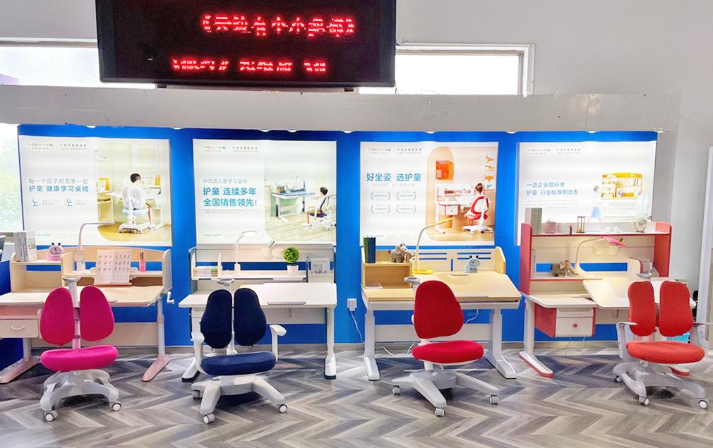 热烈祝贺护童第2209家仪征新华书店护童专柜盛大开业!