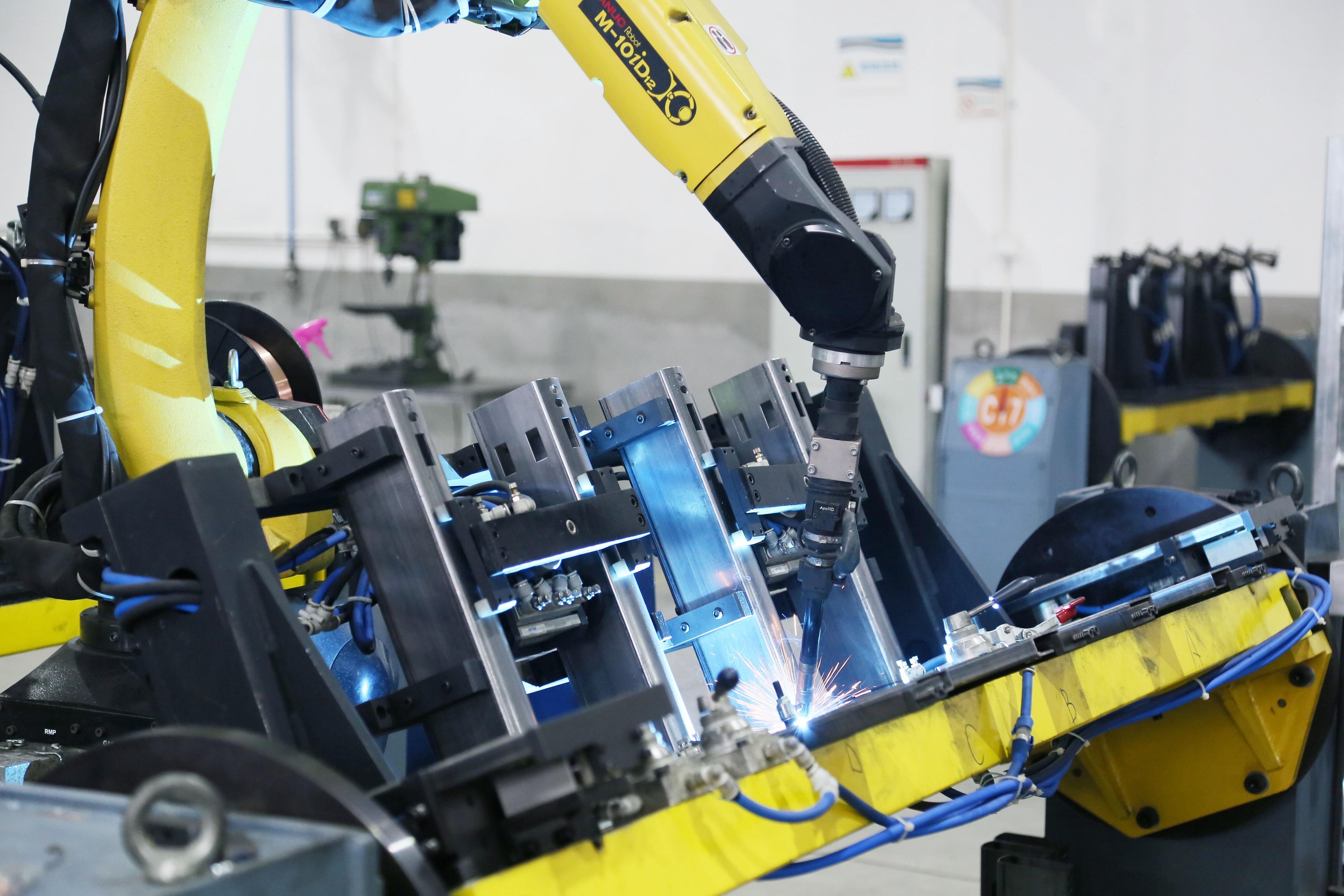 日本FANUC机器人焊接-五金车间.JPG