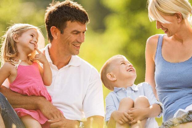 要想男孩子长大后变得优秀,一定要坚持这4个原则!