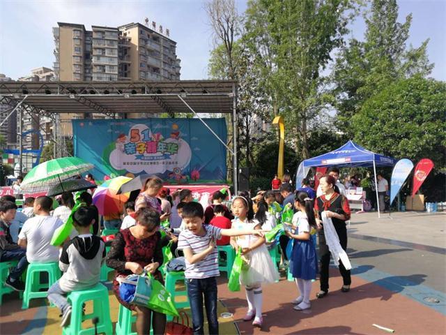 护童与最美中国字联合,为中国孩子提供一个好坐姿