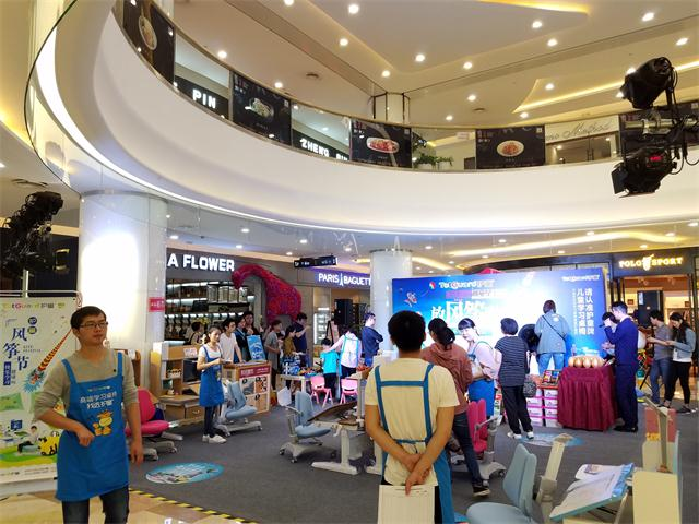 热烈祝贺杭州D32购物中心护童杯风筝节路演活动圆满成功!