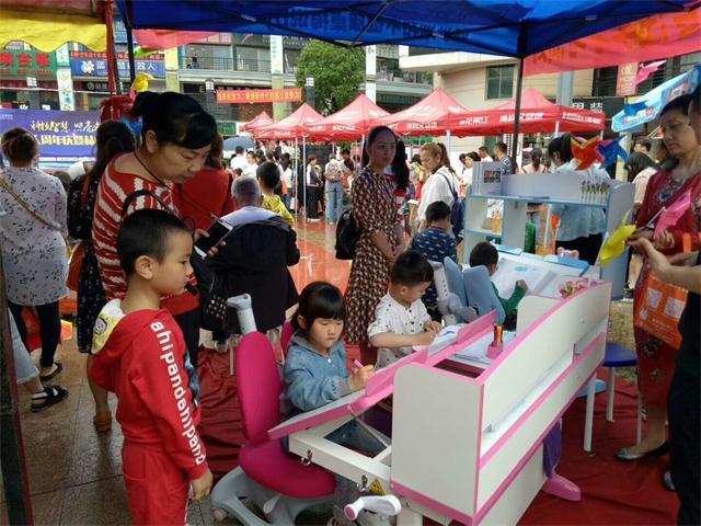 护童助力蓝松鼠机器人周年庆暨赫山校区开业庆典