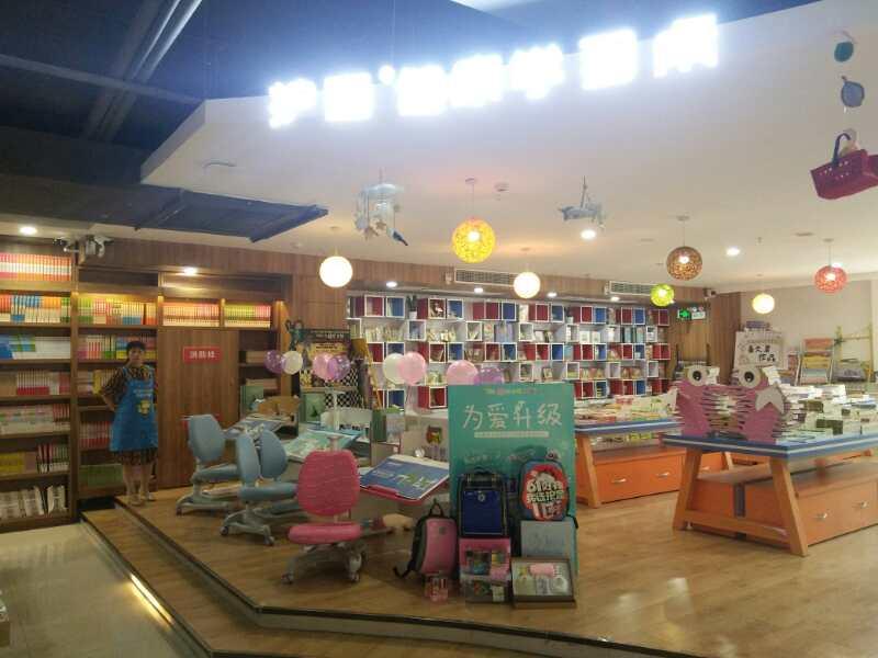 热烈祝贺护童第1394家随州新华书店护童专柜盛大开业!