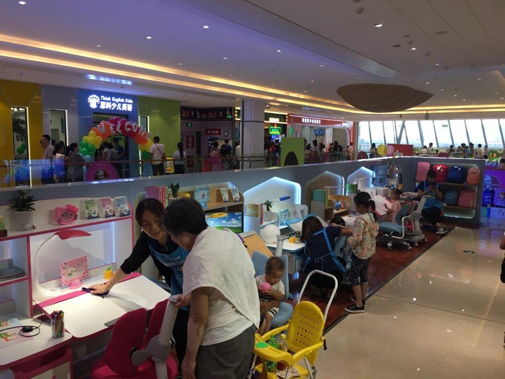热烈祝贺护童第1451家珠海奥园广场护童专柜盛大开业!