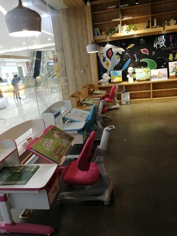 热烈祝贺护童第1483家宁海漫书咖新华书店护童专柜盛大开业!