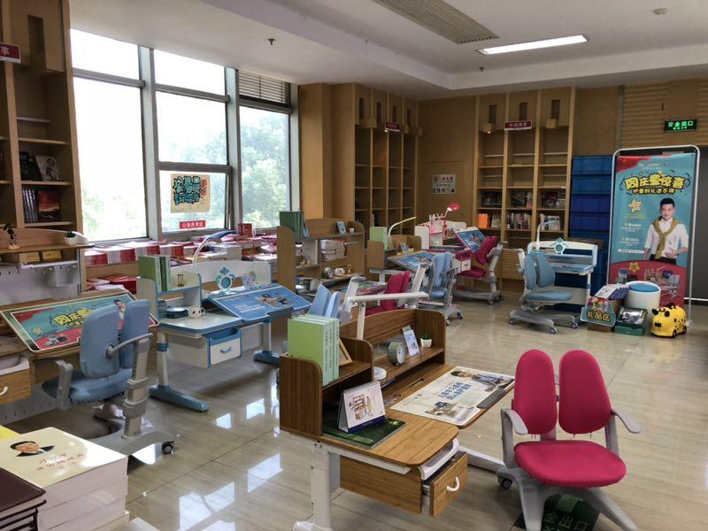 热烈祝贺护童第1509家衢州新华书店护童专柜盛大开业!