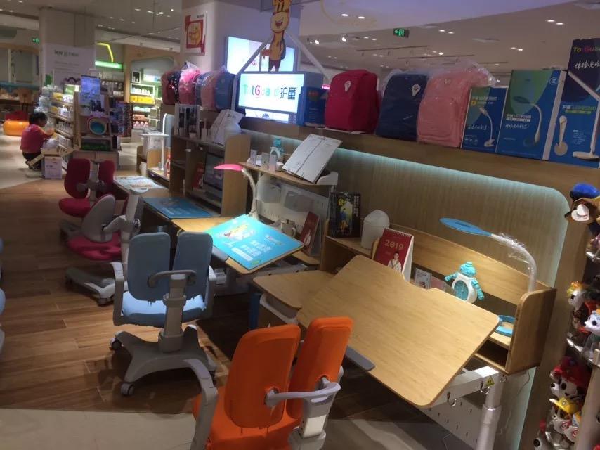 热烈祝贺护童第1555家南京六合欢乐港孩子王护童专柜盛大开业!