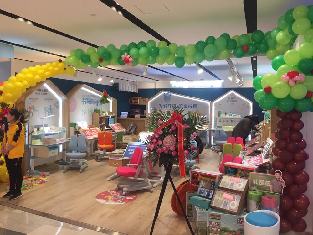 热烈祝贺护童第1566家青岛万象汇购物中心护童门店盛大开业!