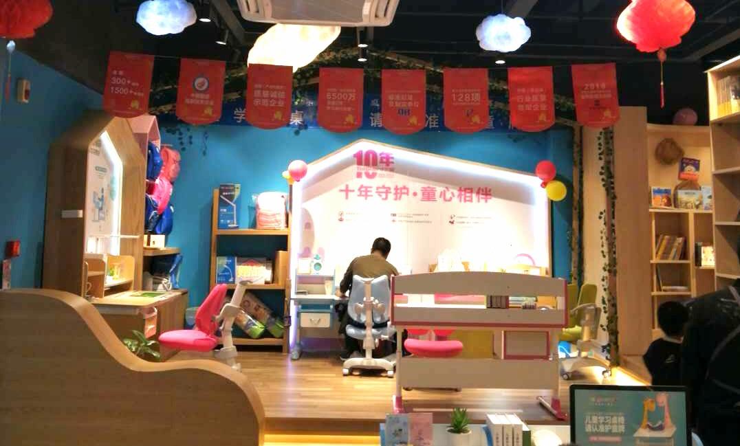 热烈祝贺护童第1613家三明新华书店护童专柜盛大开业!