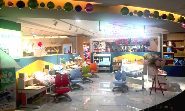 热烈祝贺护童第1635家诸暨雄风新世界购物中心护童专柜盛大开业!